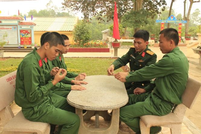 Cuộc sống ngày đầu của những chiến sĩ mới nhập ngũ - ảnh 4
