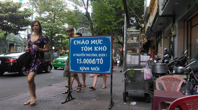Cận cảnh vỉa hè ở trung tâm TPHCM bị tái chiếm trở lại - ảnh 3