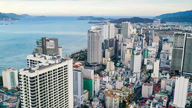 Condotel, khách sạn cao tầng chen chúc dọc bờ biển Nha Trang - ảnh 3