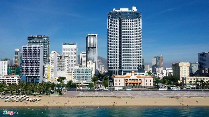 Condotel, khách sạn cao tầng chen chúc dọc bờ biển Nha Trang - ảnh 4