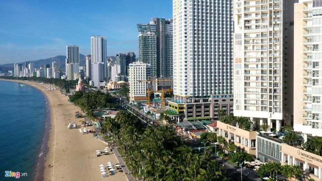 Condotel, khách sạn cao tầng chen chúc dọc bờ biển Nha Trang - ảnh 1