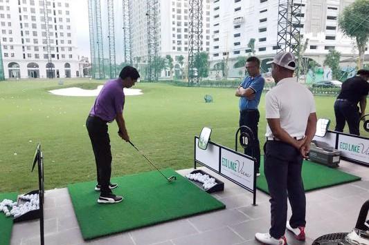Đình chỉ sân tập golf vô tư hoạt động giữa mùa dịch ở Hà Nội - ảnh 3