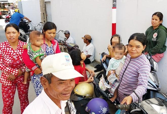 Người dân 'bao vây' gia đình trúng số 92 tỷ đồng để xin 'quà' - ảnh 4