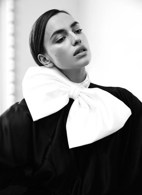 Irina Shayk chụp ảnh ngực trần gợi cảm hậu chia tay Bradley Cooper - ảnh 5
