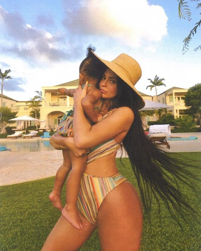 Chơi trội như em út tỷ phú nhà Kardashian: du lịch 2 ngày thay 5 bộ bikini - ảnh 10