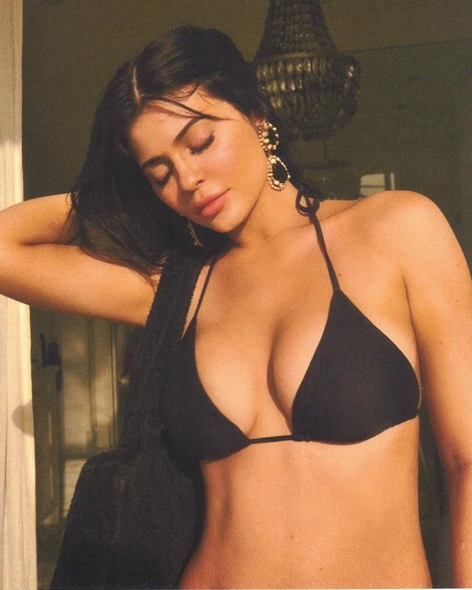 Chơi trội như em út tỷ phú nhà Kardashian: du lịch 2 ngày thay 5 bộ bikini - ảnh 2