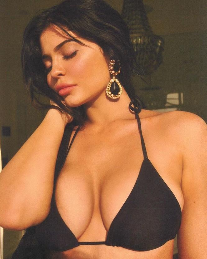 Chơi trội như em út tỷ phú nhà Kardashian: du lịch 2 ngày thay 5 bộ bikini - ảnh 3