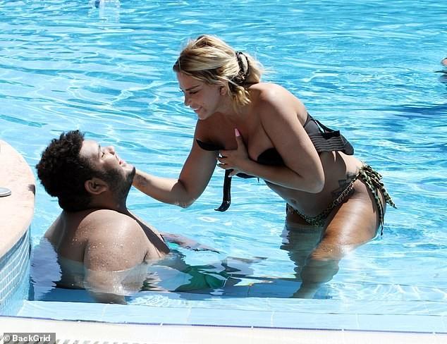 Katie Price mang mặt sẹo, bó căng ngực đi bơi hậu 'đại tu' ngoại hình - ảnh 9