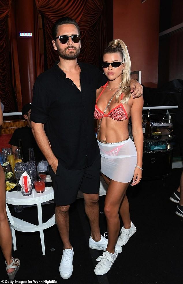 Sofia Richie sexy hết nấc trong tiệc bikini mừng sinh nhật tuổi 21 - ảnh 2