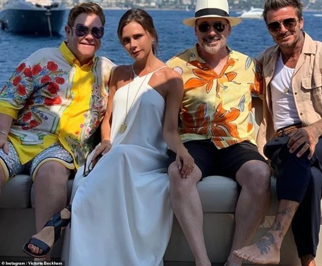 David Beckham khoe dáng 'ăn đứt' cậu cả, hôn vợ đắm đuối giữa tin đồn ly hôn - ảnh 11