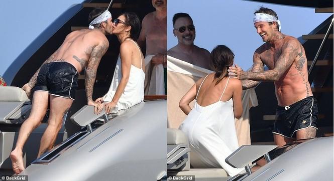 David Beckham khoe dáng 'ăn đứt' cậu cả, hôn vợ đắm đuối giữa tin đồn ly hôn - ảnh 2