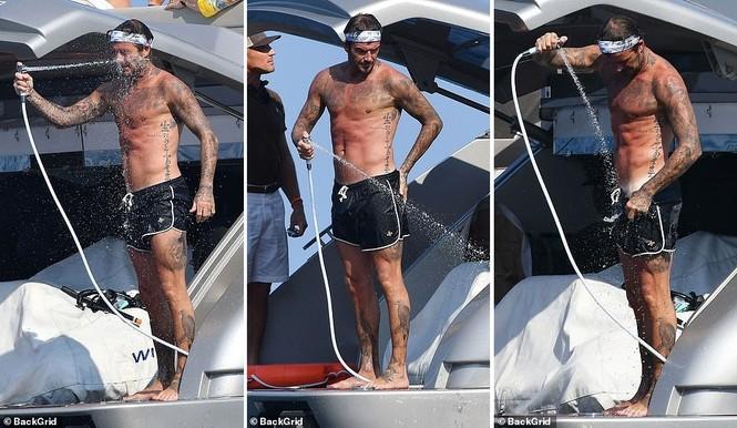 David Beckham khoe dáng 'ăn đứt' cậu cả, hôn vợ đắm đuối giữa tin đồn ly hôn - ảnh 10