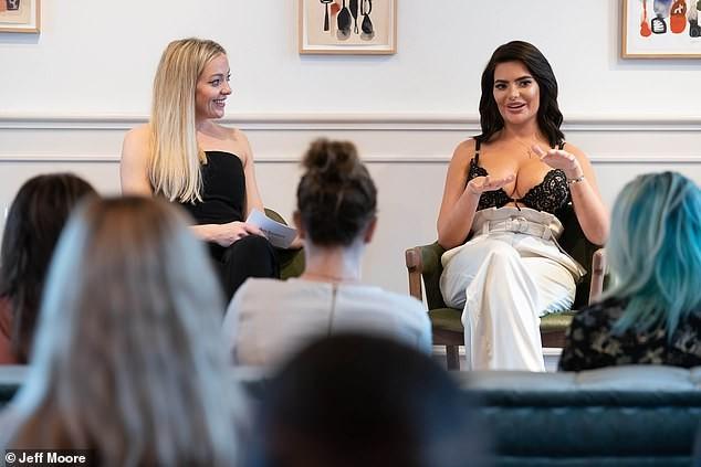 Cựu vũ nữ Anh diện áo bra ren khoe vòng một 'siêu khủng'  - ảnh 5