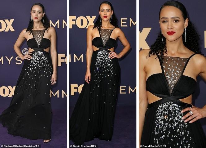 'Mẹ rồng' Emilia Clarke 'thả rông' tại Emmy, tái ngộ dàn sao Game of Thrones - ảnh 12