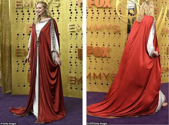 'Mẹ rồng' Emilia Clarke 'thả rông' tại Emmy, tái ngộ dàn sao Game of Thrones - ảnh 5