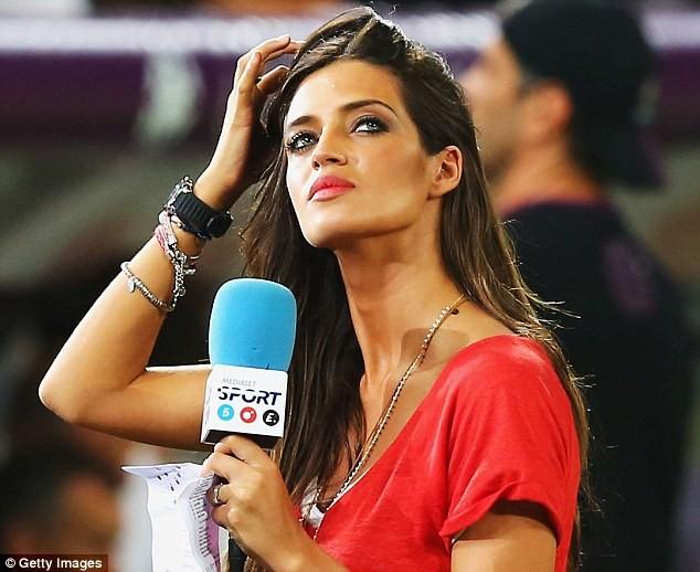 Ngất ngây với dàn phóng viên nữ nóng bỏng tại World Cup - ảnh 1