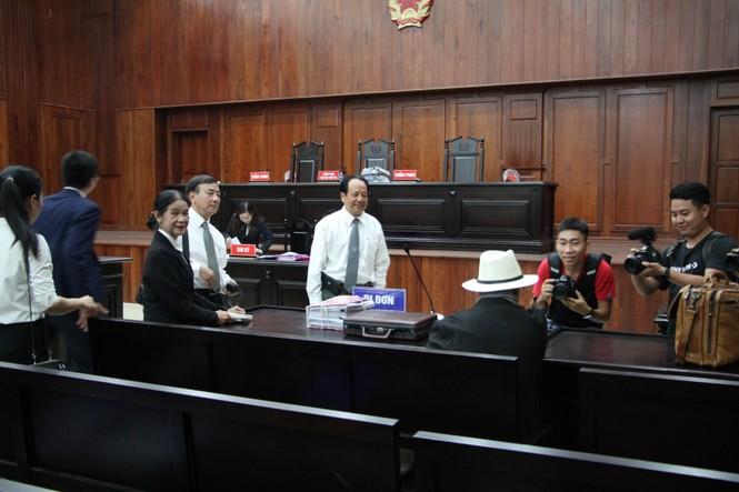 Bà Thảo nhập viện, tòa hoãn xử vụ ly hôn vợ chồng 'vua cà phê' Trung Nguyên - ảnh 1