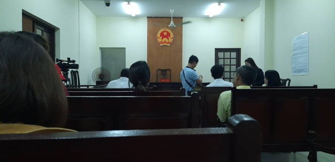 Phiên xử ca sĩ Đàm Vĩnh Hưng bị kiện kết thúc chóng vánh - ảnh 2
