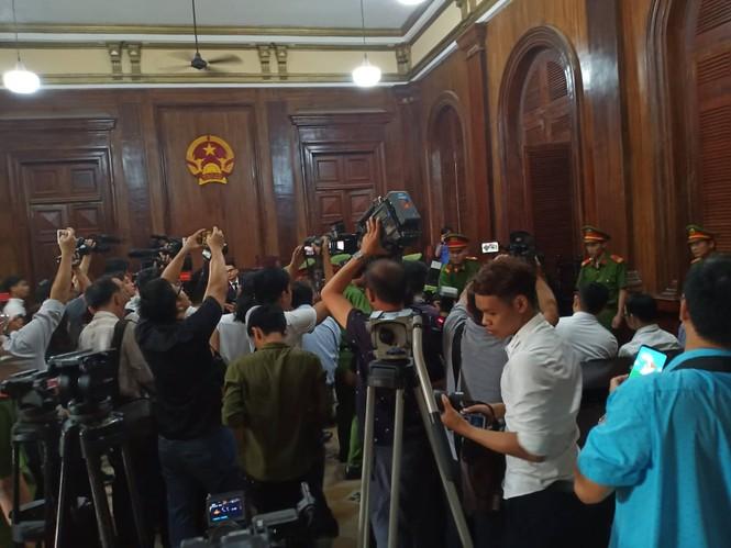 Bắt đầu xét xử nguyên Phó Chủ tịch UBND TPHCM Nguyễn Hữu Tín và đồng phạm - ảnh 5