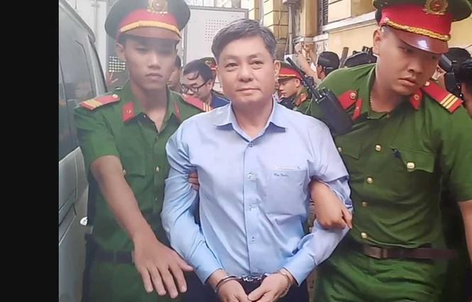 Bắt đầu xét xử nguyên Phó Chủ tịch UBND TPHCM Nguyễn Hữu Tín và đồng phạm - ảnh 2