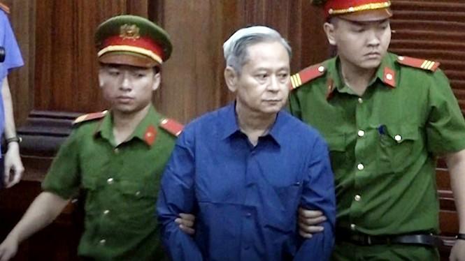 Cựu Phó Chủ tịch TPHCM Nguyễn Hữu Tín thừa nhận sai phạm - ảnh 1