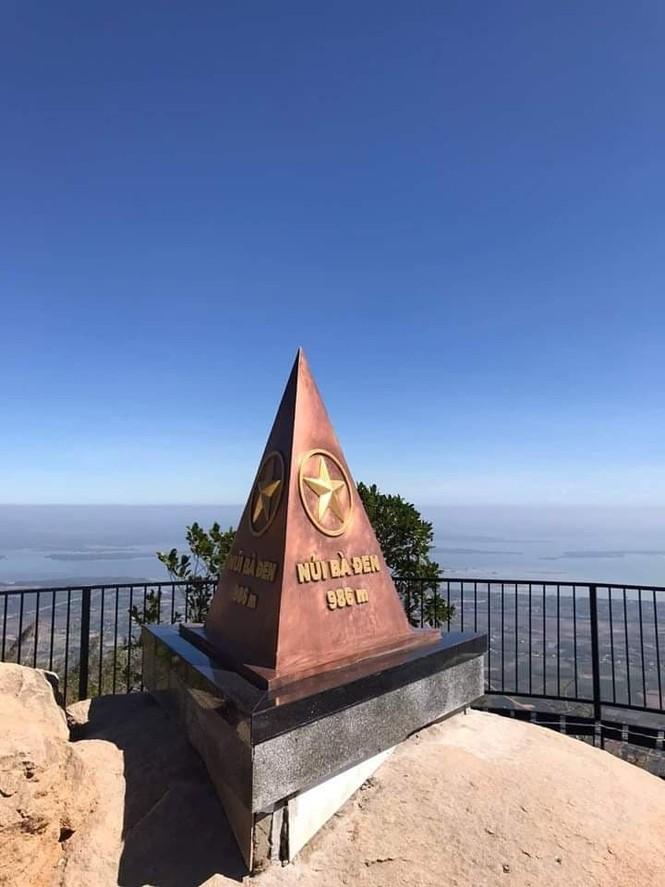 Lên đỉnh 'nóc nhà Đông Nam Bộ' chỉ mất 8 phút - ảnh 4