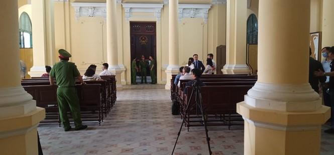 Bắt đầu xét xử cựu Phó Chủ tịch UBND TPHCM Nguyễn Thành Tài cùng đồng phạm - ảnh 2