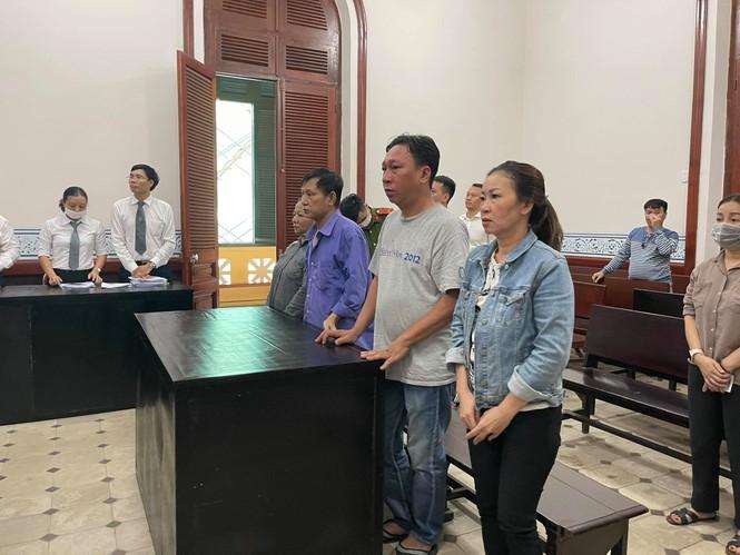 Lừa đảo chiếm đoạt tài sản, một cựu cán bộ Công an TPHCM bị phạt 8 năm tù - ảnh 1