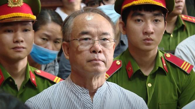 Ông Nguyễn Thành Tài hầu tòa cùng bà Dương Thị Bạch Diệp trong một vụ án chiếm đất công - ảnh 2