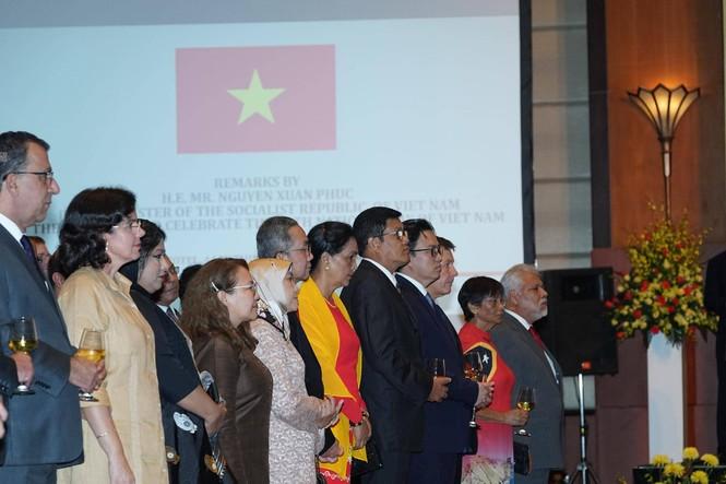 Việt Nam luôn cháy bỏng khát vọng hoà bình, thịnh vượng  - ảnh 3