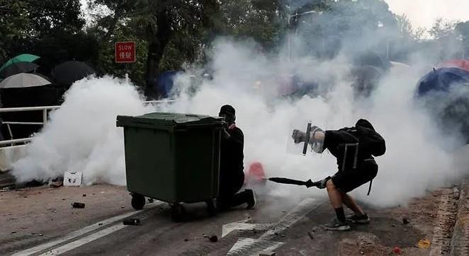 Tình hình căng như dây đàn, Hong Kong đóng cửa tất cả trường học - ảnh 1