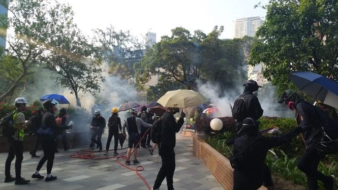 Cảnh sát Hong Kong nghi trường đại học trở thành 'xưởng vũ khí' - ảnh 1