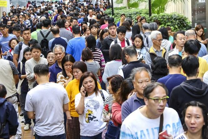 Phe dân chủ Hong Kong chiến thắng trong bầu cử cấp quận - ảnh 1
