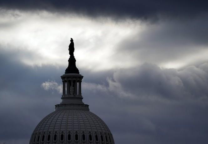 Lo ngại nguy cơ từ bên trong, FBI rà soát lực lượng bảo vệ lễ nhậm chức - ảnh 1