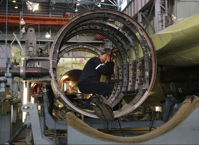 Khám phá nhà máy chế tạo siêu tiêm kích Su-35 - ảnh 5