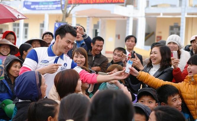 Trẻ em huyện đảo Cô Tô nhận gần 50.000 ly sữa Vinamilk - ảnh 3