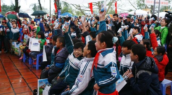 Trẻ em huyện đảo Cô Tô nhận gần 50.000 ly sữa Vinamilk - ảnh 4