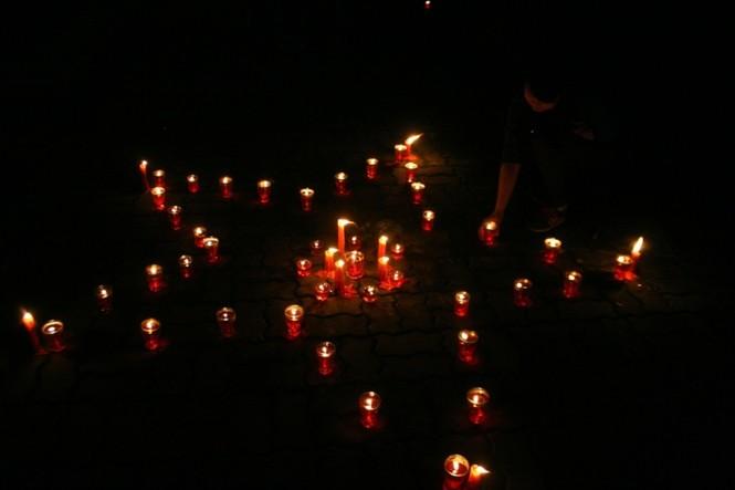Lung linh ánh nến trước cổng nhà Đại tướng Võ Nguyên Giáp - ảnh 6