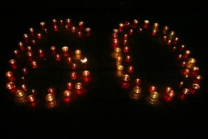 Lung linh ánh nến trước cổng nhà Đại tướng Võ Nguyên Giáp - ảnh 7
