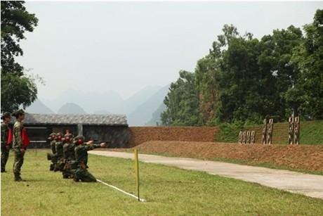 Các tay súng nữ quân đội Việt Nam trổ tài thiện xạ - ảnh 11
