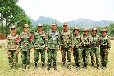 Các tay súng nữ quân đội Việt Nam trổ tài thiện xạ - ảnh 14
