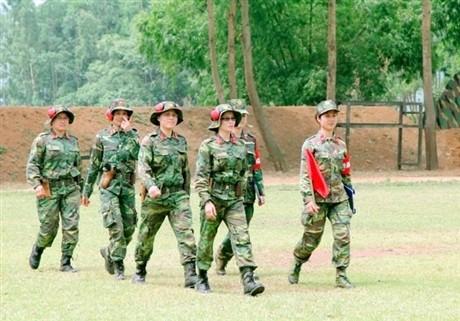 Các tay súng nữ quân đội Việt Nam trổ tài thiện xạ - ảnh 1