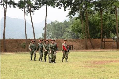 Các tay súng nữ quân đội Việt Nam trổ tài thiện xạ - ảnh 2