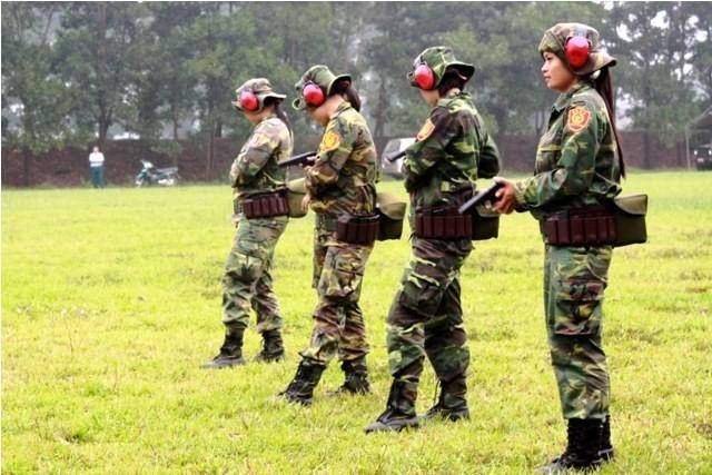 Các tay súng nữ quân đội Việt Nam trổ tài thiện xạ - ảnh 3
