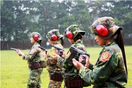Các tay súng nữ quân đội Việt Nam trổ tài thiện xạ - ảnh 4