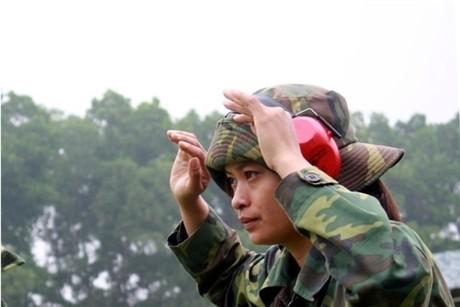 Các tay súng nữ quân đội Việt Nam trổ tài thiện xạ - ảnh 5