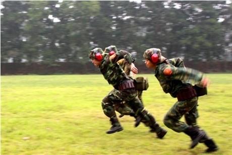 Các tay súng nữ quân đội Việt Nam trổ tài thiện xạ - ảnh 7