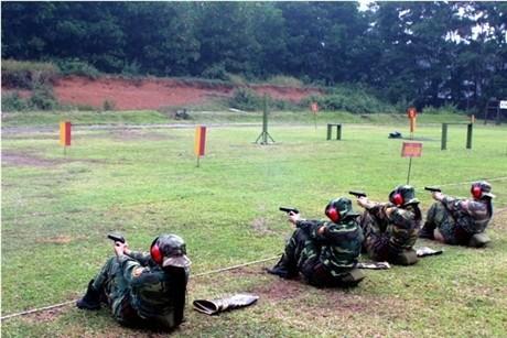 Các tay súng nữ quân đội Việt Nam trổ tài thiện xạ - ảnh 9
