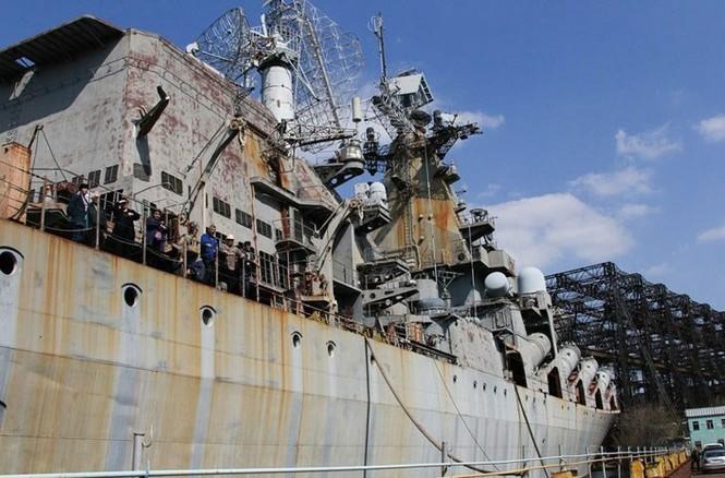Xót xa trước siêu chiến hạm Ukraine bị bỏ xó - ảnh 3
