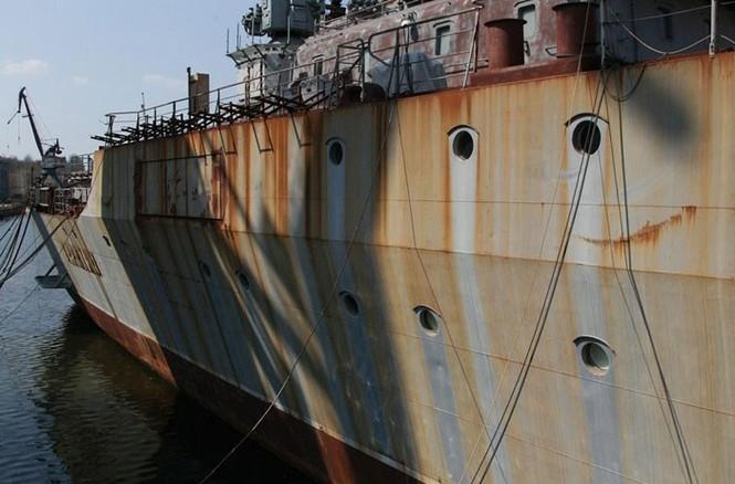 Xót xa trước siêu chiến hạm Ukraine bị bỏ xó - ảnh 4
